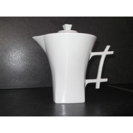 Théière en porcelaine de Limoges blanche